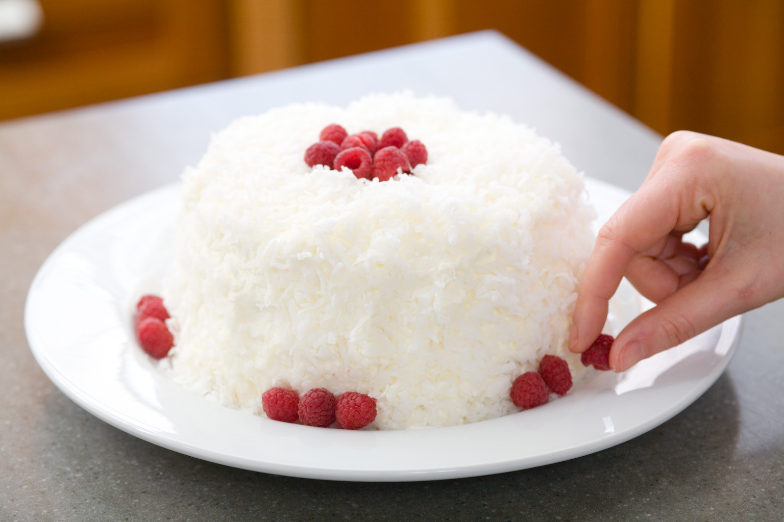 Kitchen Mania: Secrets to Raspberry-Coconut Cloud Cake