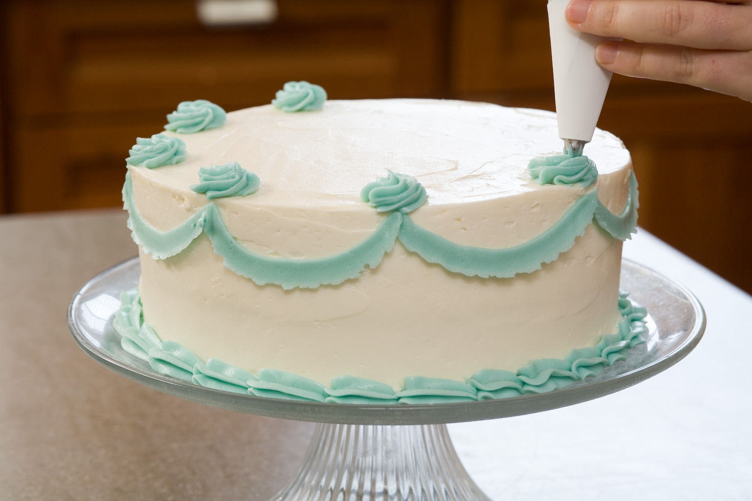 Decoration Ideas Of Cake : Easy Bake Games: Secrets to Decorating Layer Cakes